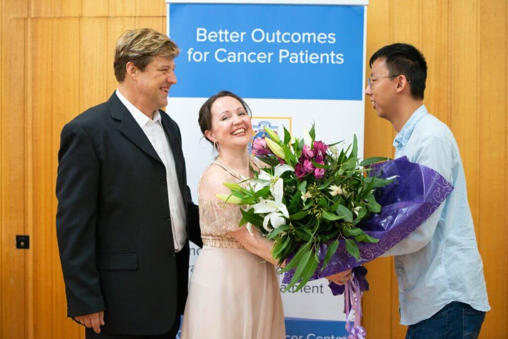 Dmitri and Katia receiving flowers