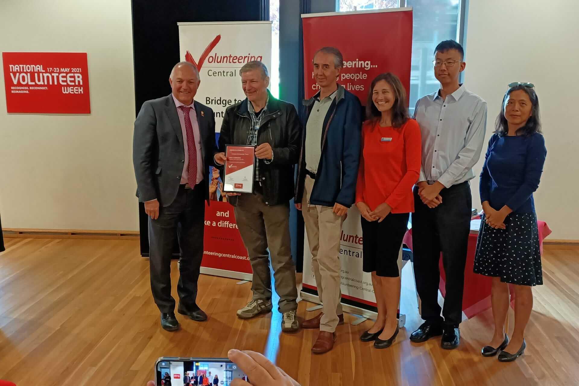 Crestani volunteers receives their award from David Harris